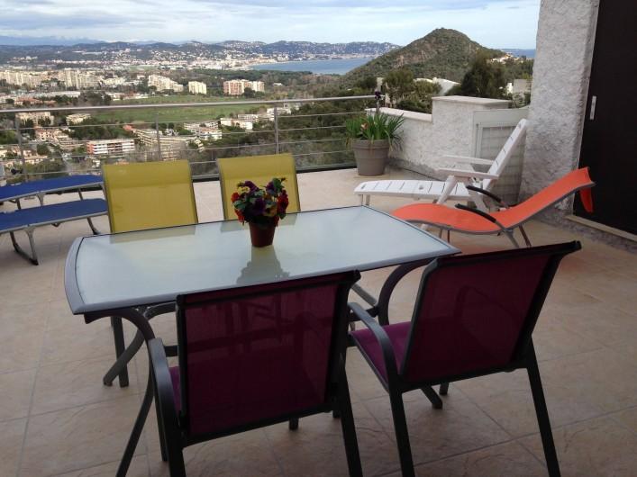Location de vacances - Villa à Mandelieu-la-Napoule - terrasse 30 m2