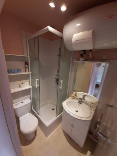 Location de vacances - Appartement à La Bourboule - salle de bain