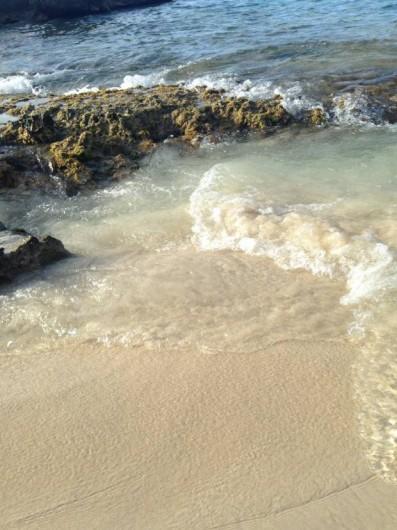 Location de vacances - Studio à Baie Nettlé - que la route qui nous sépare des plages de la mer des caraibe