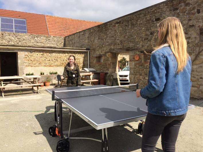 Location de vacances - Gîte à Saint-Maigner - jouer le ping-pong dans la salle en plein air