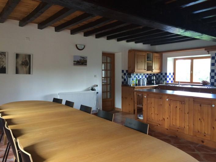 Location de vacances - Gîte à Saint-Maigner - salle à manger et cuisine