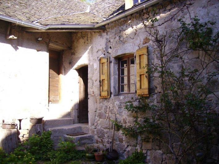 Location de vacances - Gîte à Florentin-la-Capelle - Entrée de la maison