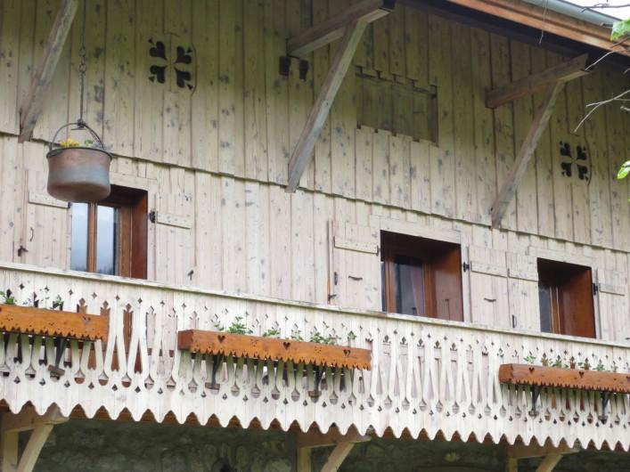 Location de vacances - Appartement à Samoëns - PHOTO EXTERIEURE DE L'APPARTEMENT, SITUE AU 1ER ETAGE AVEC BALCON