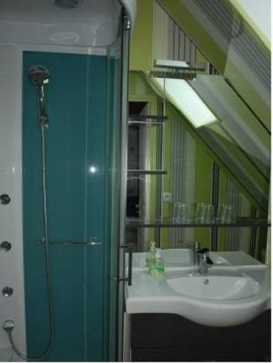 Location de vacances - Chambre d'hôtes à Cauville-sur-Mer - Salle de bains de la chambre Hortensia