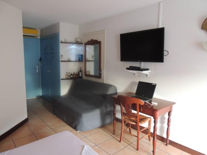 Location de vacances - Studio à Sainte-Anne - Téléviseur 107cm lecteur dvd et jeux vidéo