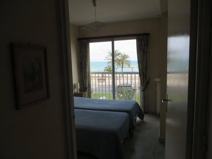 Location de vacances - Appartement à Menton - chambre à coucher