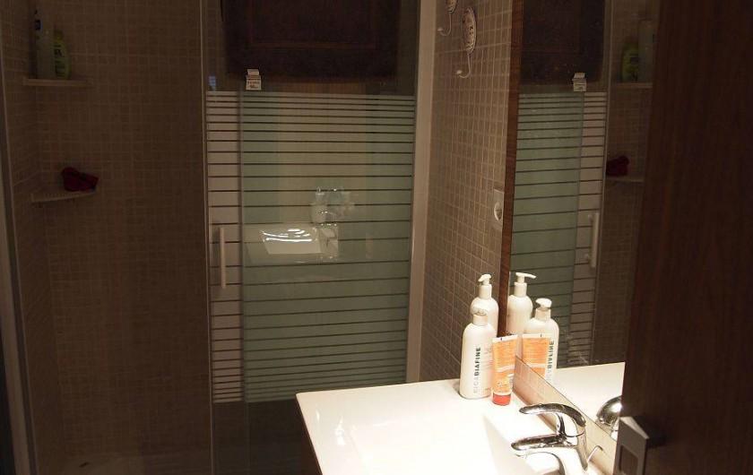 Location de vacances - Appartement à Santa Pola - salle d eau avec cabine de douche