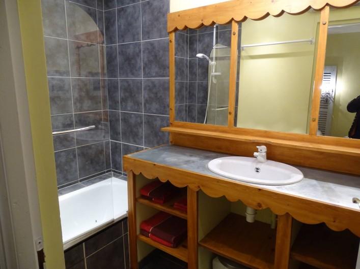 Location de vacances - Gîte à Conne-de-Labarde - Salle de bains chambre 2