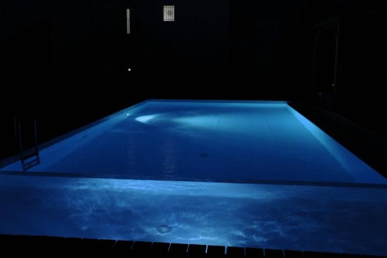 Location de vacances - Appartement à Porto-Vecchio - La piscine, de nuit...