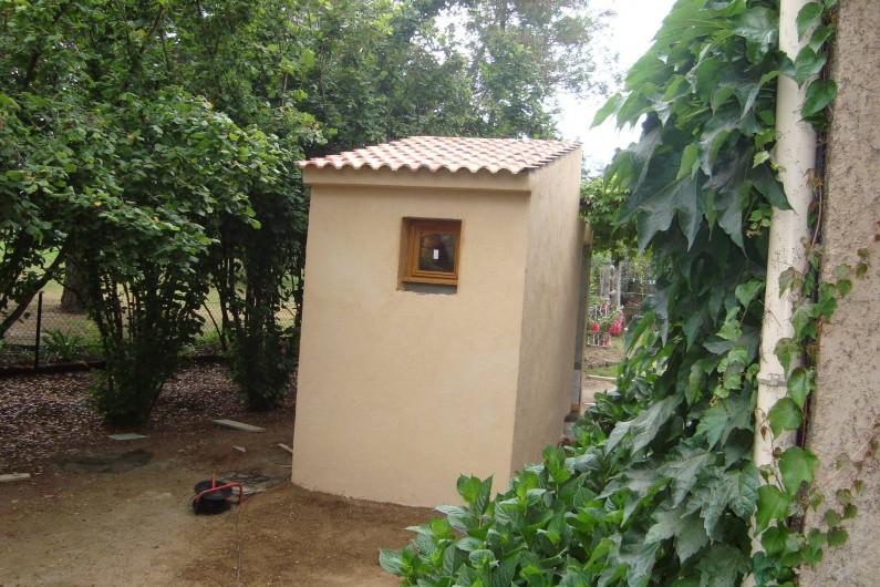 Location de vacances - Villa à Saint-Florent - Buanderie avec douche de jardin (eau froide)