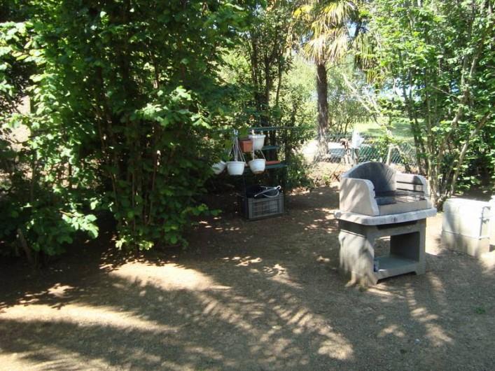 Location de vacances - Villa à Saint-Florent - jardin avec barbecue