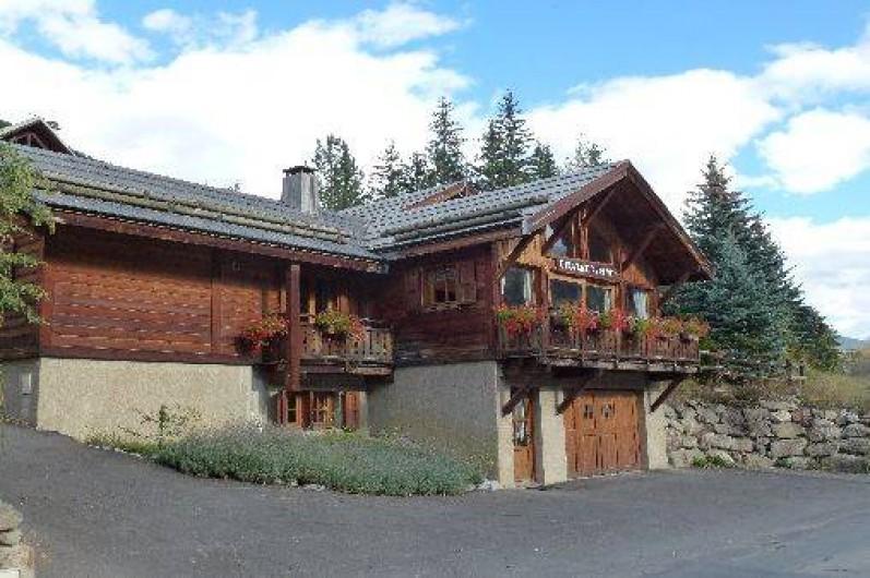 Location de vacances - Chalet à La Salle-les-Alpes - façade en été