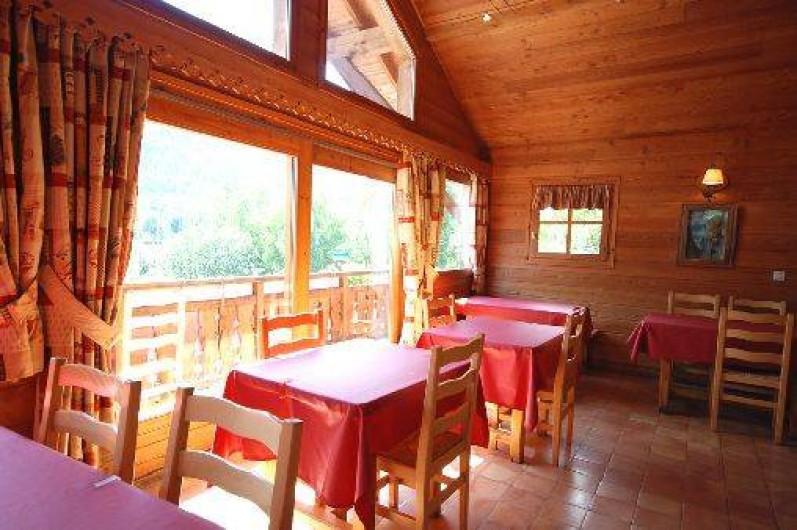 Location de vacances - Chalet à La Salle-les-Alpes - Salle à manger avec balcon