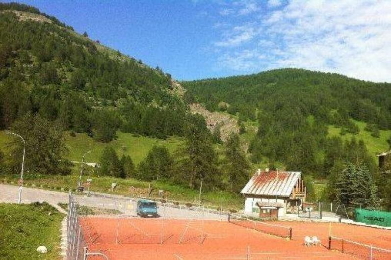 Location de vacances - Studio à La Foux d'Allos - les tennis en été