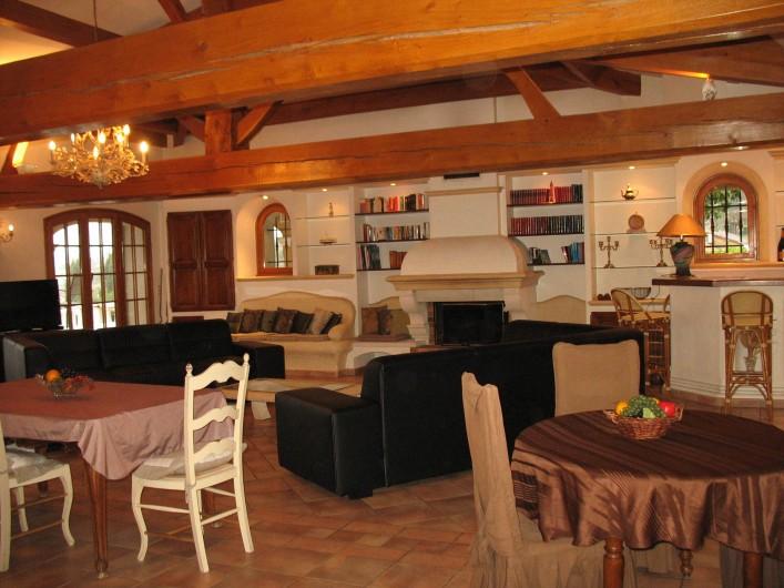 Location de vacances - Villa à Cannes - Séjour avec coin bar
