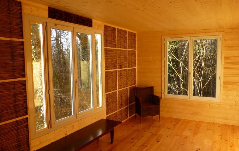 """Location de vacances - Gîte à Aubas - La chambre """"Sherpa"""" Chaleureuse et claire."""