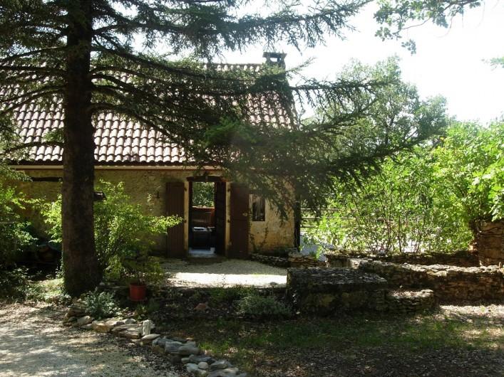 Location de vacances - Gîte à Aubas - L'entrée du gîte