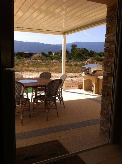Location de vacances - Villa à Lecci - ...abritant l'espace repas avec le barbecue