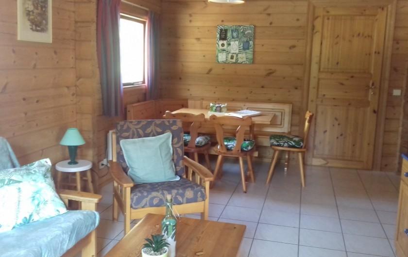Location de vacances - Chalet à Mauroux - intérieur chalet type Cahors - 4 pers