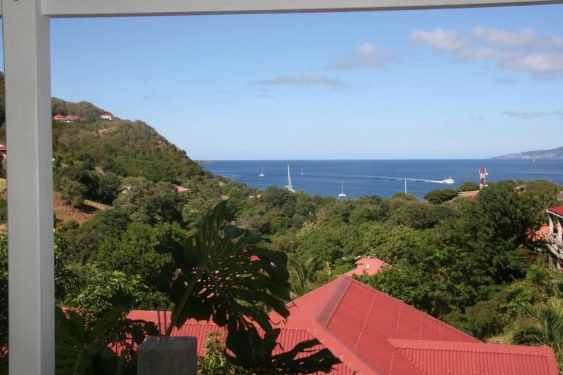 Location de vacances - Appartement à Terre-de-Haut - Vue de la Terrasse et de la cuisine