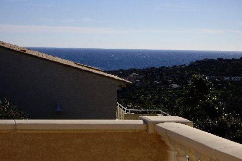 Location de vacances - Villa à Les Issambres - VUE DEPUIS TERRASSE DE L'ETAGE