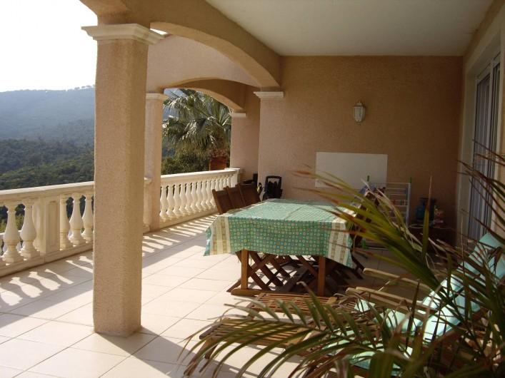 Location de vacances - Villa à Les Issambres - TERRASSE REZ DE CHAUSSEE