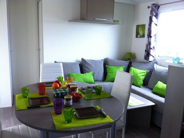 Location de vacances - Bungalow - Mobilhome à Valras-Plage - salle a manger + salon
