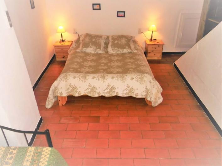 Location de vacances - Maison - Villa à Saint-Rémy-de-Provence - Le grand lit de la chambre principale