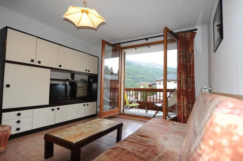 Location de vacances - Appartement à Bourg-Saint-Maurice - séjour avec balcon