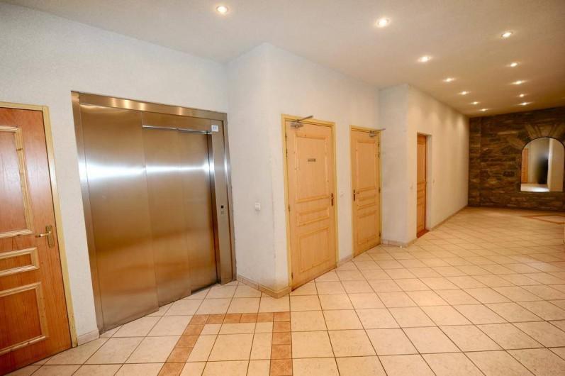 Location de vacances - Appartement à Bourg-Saint-Maurice - hall d'entrée de la résidence