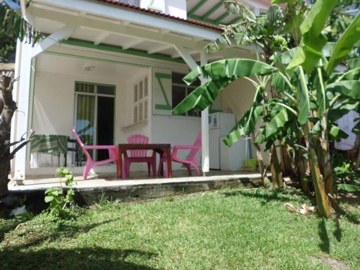 Location de vacances - Studio à Terre-de-Haut - le studio vue du jardin