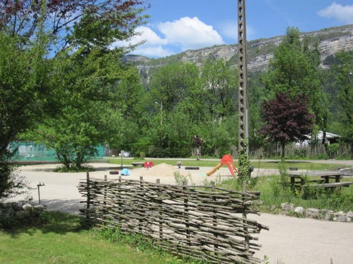 Location de vacances - Bungalow - Mobilhome à Nantua - Aire de jeux pour les petits
