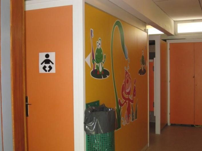 Location de vacances - Bungalow - Mobilhome à Nantua - Sanitaires communs