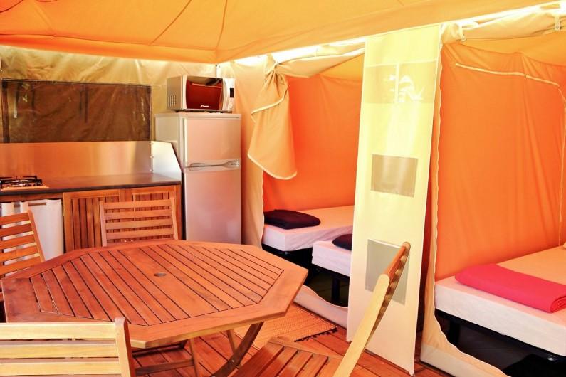 Location de vacances - Bungalow - Mobilhome à Nantua - Bungalow toilé Caraïbes 5 pers - intérieur