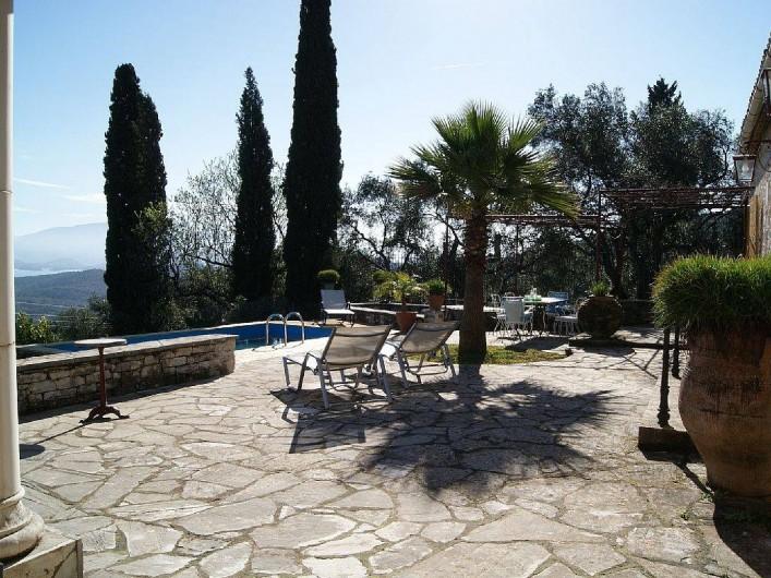 Location de vacances - Villa à Kassiopi - Villa Alexia. La terrasse.