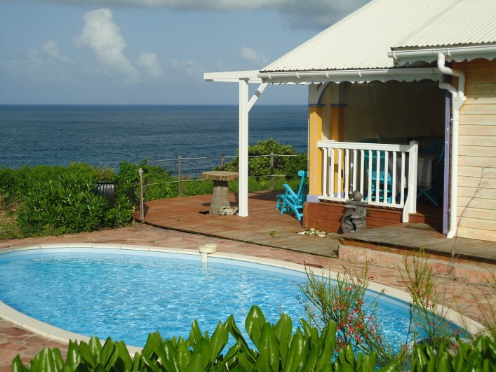 Location de vacances - Villa à Le Moule - Maison -salon extérieur sur terrasse