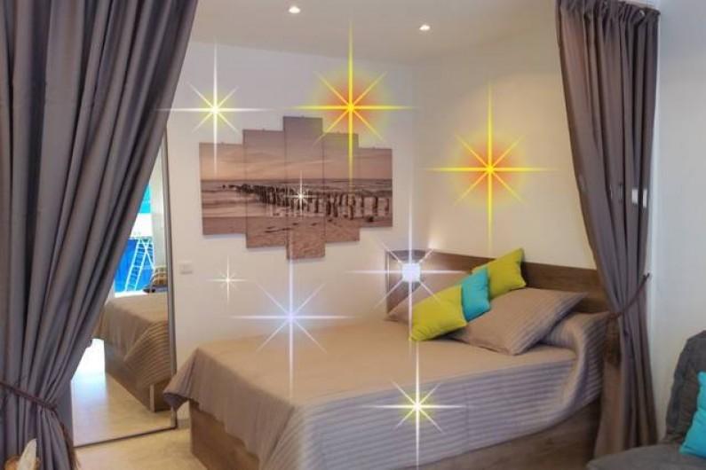 Location de vacances - Appartement à Menton - Chambre principale avec lit de marque Bulletex grand confort en 140 X 190