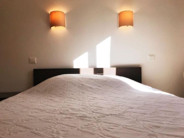 Location de vacances - Appartement à Cassis - BALCON : vue sur la ville et le château.
