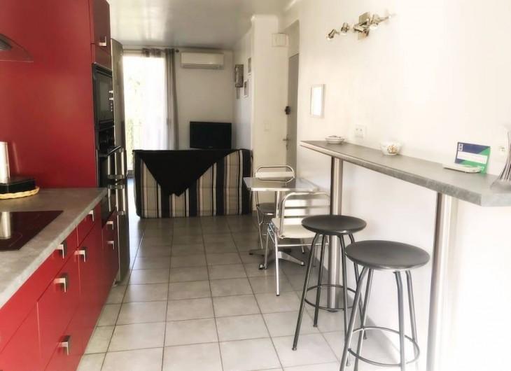 Location de vacances - Appartement à Cassis - VERS LE SALON SEJOUR