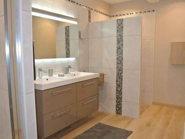 Location de vacances - Appartement à Caderousse - La salle de bain