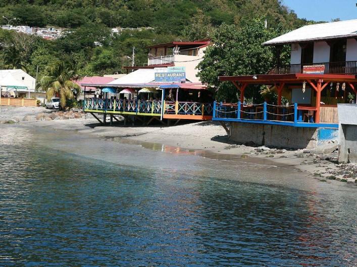 Location de vacances - Villa à Deshaies - restaurants donnant  sur la mer