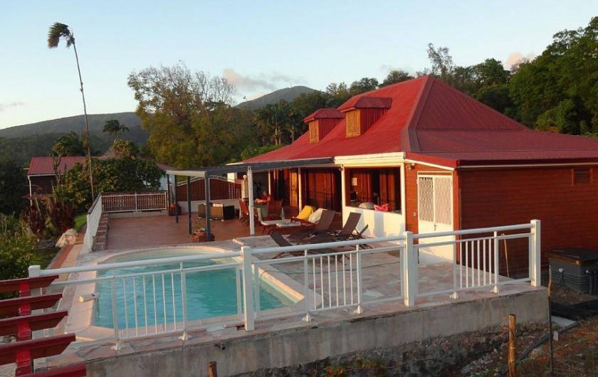 Location de vacances - Villa à Bouillante - Terrasse avec vue sur le mer des caraïbes