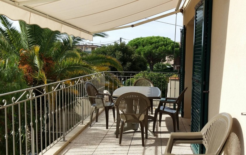 Location de vacances - Appartement à Fréjus Plage - terrasse au soleil