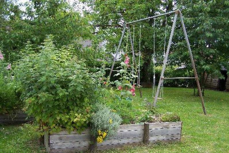 Location de vacances - Gîte à Dierre - Balançoires au  jardin