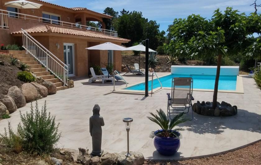 Location de vacances - Villa à Favone - Plage piscine 120 m² avec accès direct depuis les chambres