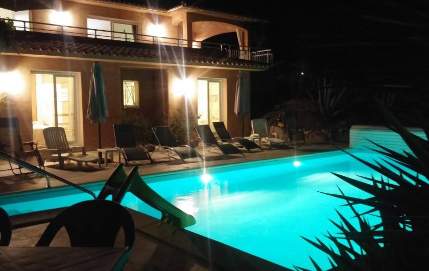Location de vacances - Villa à Favone - Espace piscine de nuit