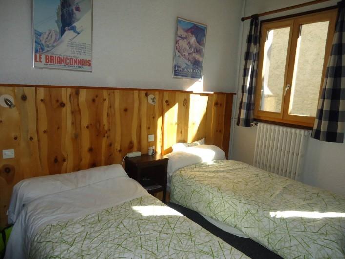 Location de vacances - Gîte à Le Monêtier-les-Bains - chambre double avec douche