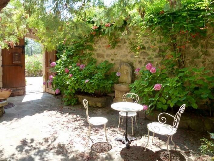 Location de vacances - Gîte à Rosières - Cour interieur