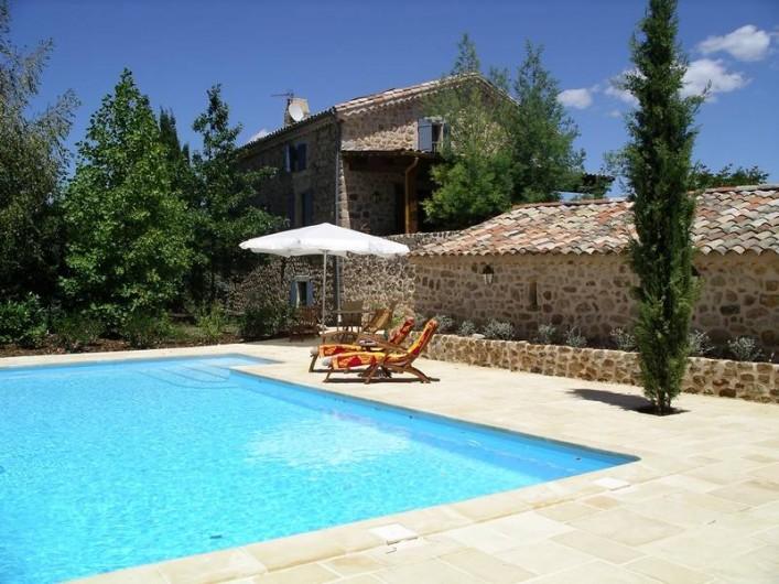 Location de vacances - Gîte à Rosières - Piscine avec la maison et terrasse