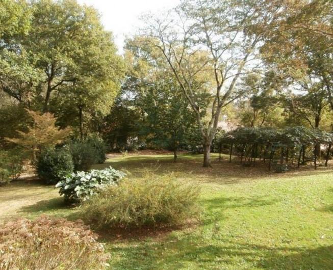 Location de vacances - Maison - Villa à Bidart - terrain devant la maison pelouse et fleurs pas fragiles